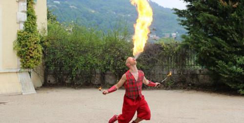 Les artistes acrobates d'Eklabul ne se produisent pas exclusivement dans les soirées privées, événements d'entreprises ou encore crémaillères. La preuve en est...