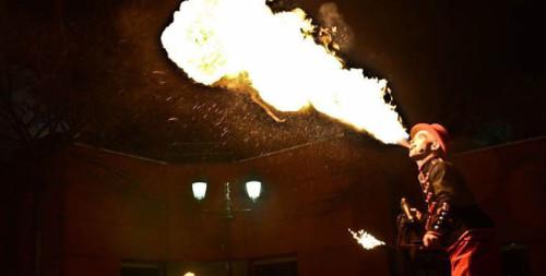 Pour animer une soirée à la villa Garibaldi, les talentueux acrobates d'Eklabul ont effectué des numéros plus impressionnants les uns que les autres. Le feu à l'honneur de ces représentations particulièrement époustouflantes, l'ambiance de ce restaurant était à son comble…